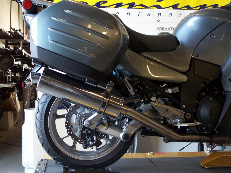 kawasaki concours 14 slip-on exhaust - area p :: no limits
